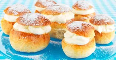 Laskiaispullat - Traditional Shrove buns