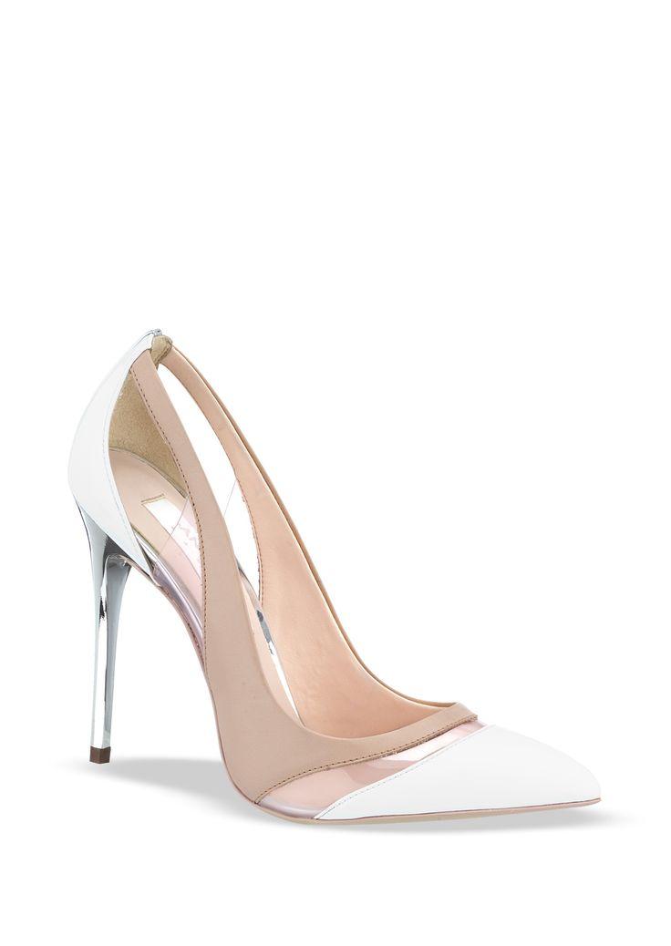 SEMICERRADO PEARL Code. 2148243/Mod. 18629 $ 68.10 Zapato semicerrado con punta pronunciada y detalle de mica en corte, tacón cromado y combinación de colores. Color: Blanco, Beige Material: Sintético Altura de tacón: 11 cm. Marca: ANDREA