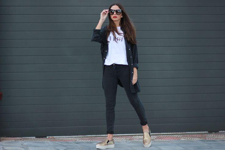 Hoy os enseño un look muy cómodo para días largos. Camiseta blanca, pitillos y sobre camisa negra, con mis 'slip on' favoritas de Steve Madden en doradas. Shirt & Jeans: Double Agent (HERE) /...