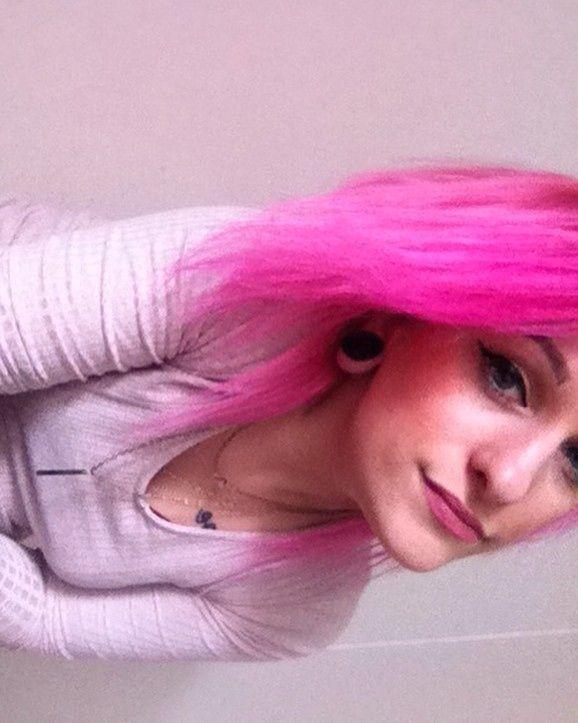 �� #goodmorning #selfie #pink #pinky #fiftyshadesofpink #light #necklace #gold #tattoos #tattooed #ink #inked #tunnels #black #pinkhair #eyeliner #hellofriday http://ameritrustshield.com/ipost/1548392765417965521/?code=BV8_wQzhcfR