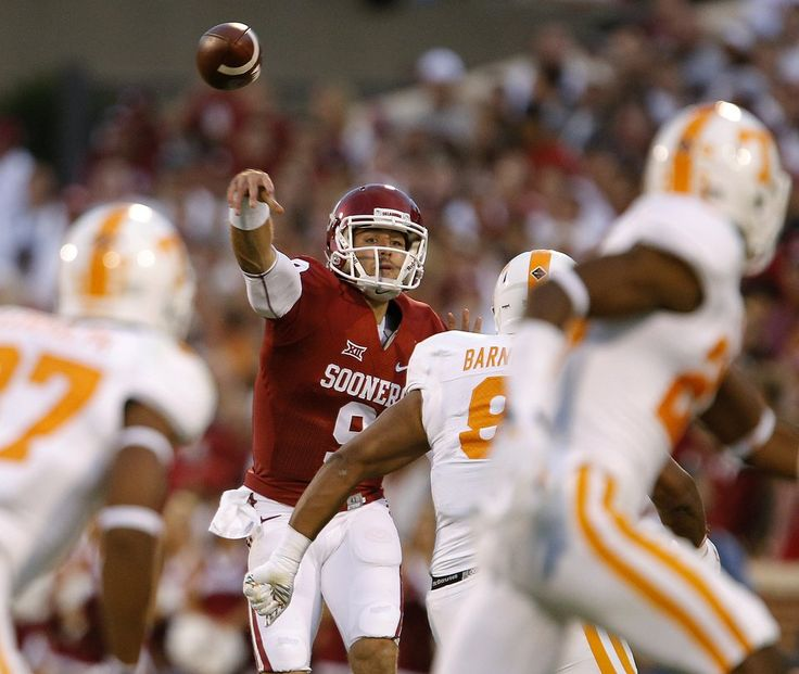 Oklahoma's Trevor Knight (9) throws a pass during a college football game between the University of Oklahoma Sooners (OU) and the Tennessee Volunteers on Saturday, Sept. 13, 2014. Photo by Bryan Terry, The Oklahoman
