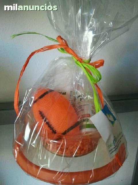 . En http://www.todobionatural.com/kits-de-regalo, tenemos eco-cestas de regalo para el cuidado natural de perros y gatos.  Todos nuestros productos son de ingredientes naturales, y proceden de la agricultura ecol�gica.