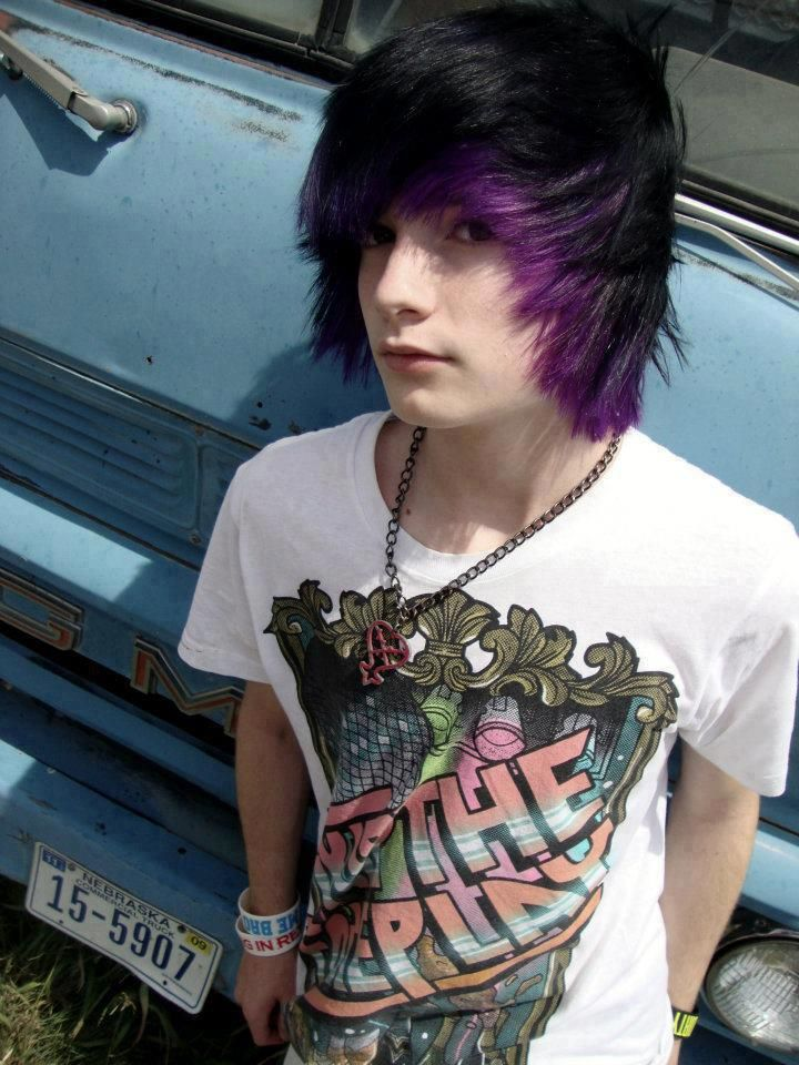 his freakin hair!!!! :D ITS PURPLE AND BLACK GOOD COMBINATION!