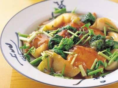 白身魚と菜の花のこっくり煮 レシピ 講師は久田 雅隆さん|こっくりした味がご飯にぴったり。フライパンで焼いてから、そのままだしを加えて煮ます。