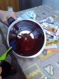 ketchup-bimby200 gr di passata di pomodoro  50 gr zucchero  30 gr aceto bianco  2 pizzichi di sale