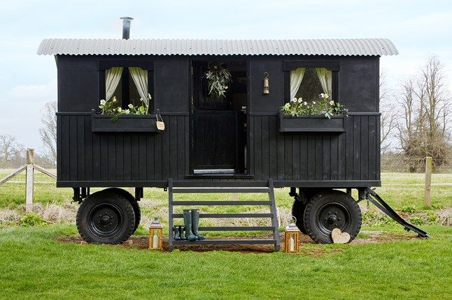 Shepherd's Hut in Oxfordshire | Garden Rooms (houseandgarden.co.uk)