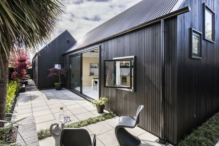Gallery of Urban Cottage / CoLab Architecture - 4 Photo: © Stephen Goodenough.