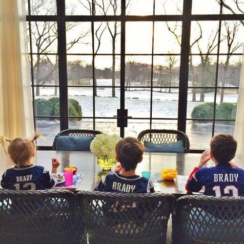 Gisele Bündchen & Kids Cheer On Tom Brady