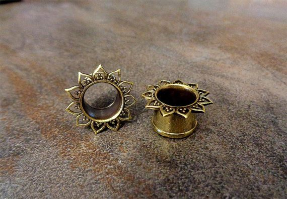 WANT Pair of Antique Brass Plugs Available sizes : 2G-6mm, 0G-8mm, 00G-10mm, 1/2-12mm, 9/16-14mm, 5/8-16mm Sizes mention are measure from middle part