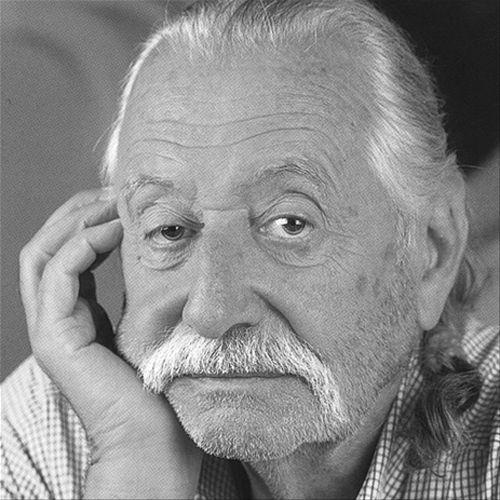 Ettore Sottsass - Ettore Sottsass, filho de pai italiano e mãe austríaca, foi um dos expoentes do desenho italiano do pós-guerra, formado em arquitetura  pela Universidade Politécnica de Turim em 1939.  Em 1958, passou a ser responsável pelo design dos produtos Olivetti, ofício que lhe traria o reconhecimento internacional.