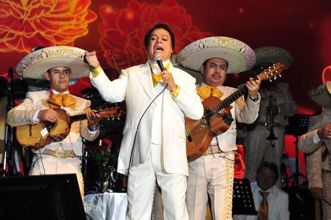 10 de los grandes éxitos del mexicano Juan Gabriel