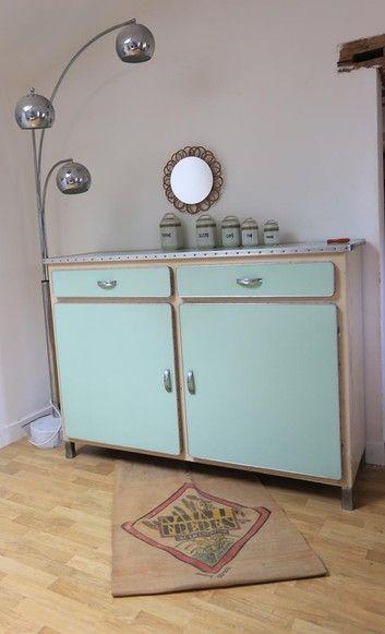Les 210 meilleures images du tableau meuble vintage sur pinterest armoires chaises et buffets for Buffet formica restaure