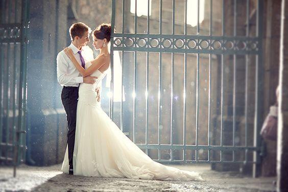Jaka stylizacja ślubna dla wysokiej panny młodej i niskiego pana młodego?