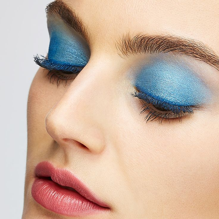 Make your eyes POP with an unexpected colour.  #Lancome #ColorDesign #Stila #ShadowPalette