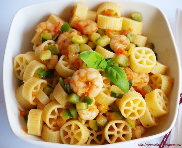 Shrimps and zucchini pasta