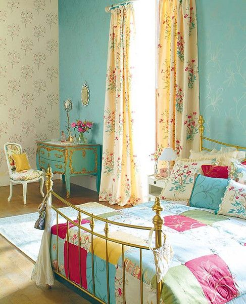 House of Turquoise: Mi Casa Revista  love this turquoise, pink & yellow bedroom