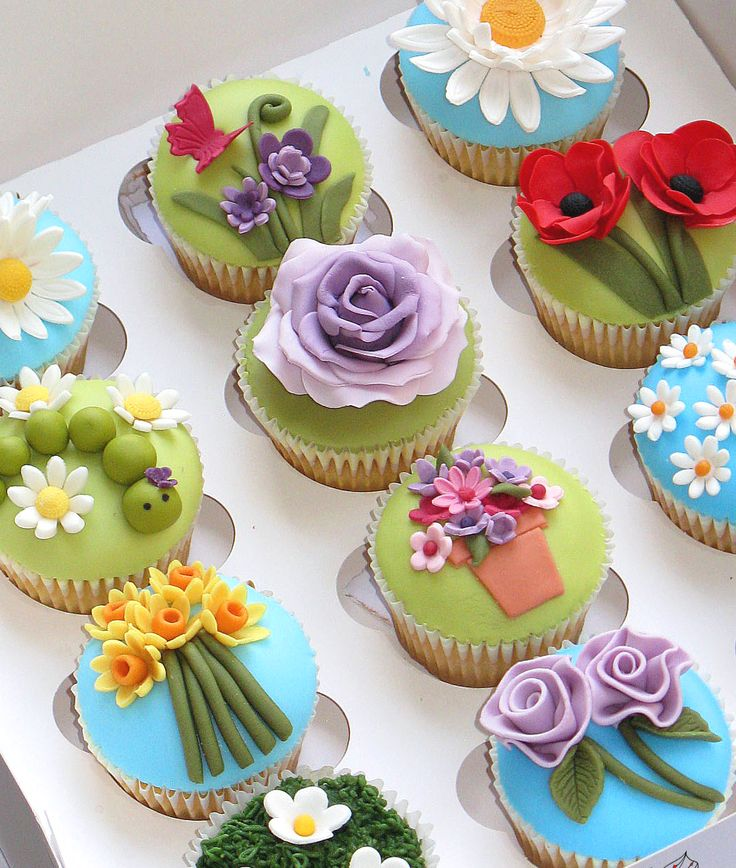 Flower Garden Cupcakes (The Creative Cake Academy). Great for Mother's Day.
