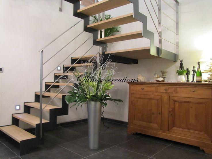 Envie d'un escalier unique et surtout à votre image ? Vous pourrez choisir le type d'escalier qui vous plait et qui sera en parfaite adéquation avec votre intérieur. Escalier droit, Escalier en colimaçon, Escalier balancé, Escalier quart tournant, demi tournant, 2/4 tournant etc... Et selon le matériau choisi (escalier en inox, métal, bois, verre, acier ou pierre), vous pourrez associer différents types de matériaux pour moderniser votre escalier intérieur. Découvrez nos créations ...