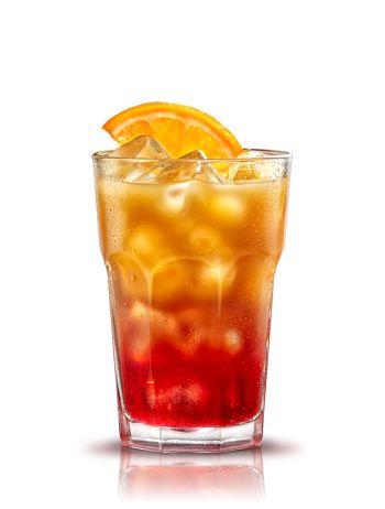 Campari orange. Preparación: 3 partes Zumo de naranja. Servir en un vaso de zumo lleno de hielo. Decorar con una rodaja de naranja. - 1 parte Campari. #micoctelcampari
