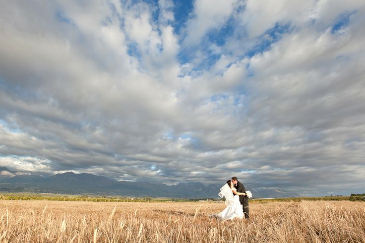 Picture-perfect backdrop for couple shoot  (Photography by Veronique Mills)