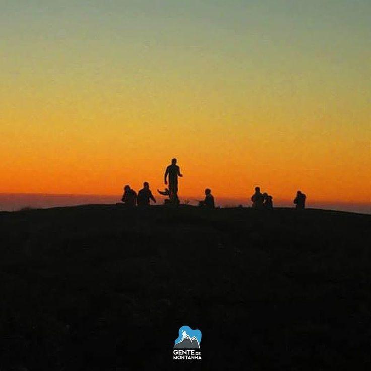 Bora Curtir o Feriado na Montanha! @GentedeMontanhaOficial com a equipe dividida em três roteiros Travessia Petrópolis x Teresópolis Marins x Itaguaré e escaladas no Paraná. Bom Feriado à todos! #GentedeMontanha #AltaMontanha #Mountains #Escalar #Montanhismo #ProntoParaAventura #Escalada #EscaladaemRocha #trekking #SpotBR #GarminBrasil #EueMinhaDeuter  Foto de Bruno Masredon