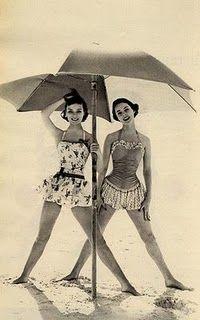 .: At The Beaches, Vintage Swimsuits, Umbrellas, Vintage Swimming, Bath Beauty, Swimming Suits, Vintage Beaches, Bath Suits, Photo