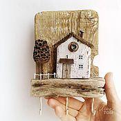 'Дворик' Ключница-вешалка настенная, домик деревянный дрифтвуд-арт