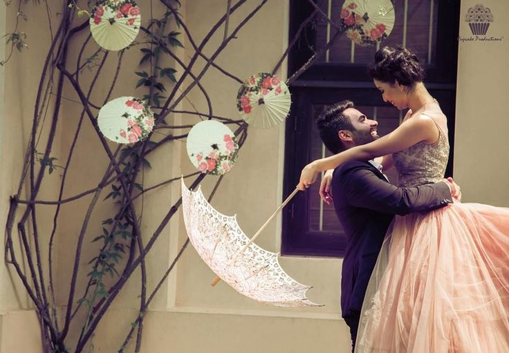 Super Cute Bollywood Poses for Pre-wedding Shoots! (Especially All Those Inspired By SRK!)