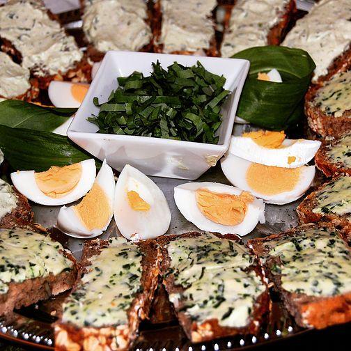 Rezepte für deine Bärlauch-Ernte: herzhafte Bärlauchbutter & cremiger Bärlauchaufstrich #eatmoregreen