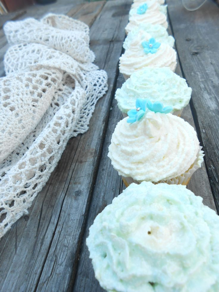 Cupcakes & laces