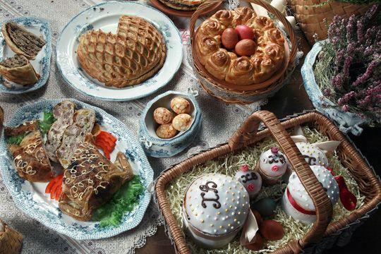 Пасхальные блюда – фаршированная курица, курник, салата с языком и грибами на Gastronom.ru