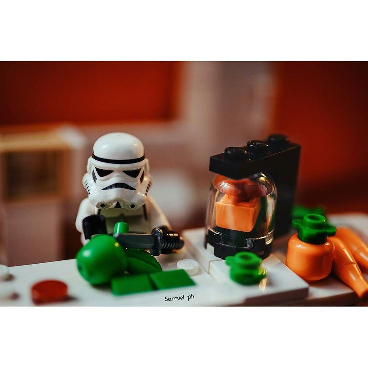 #лего #россия #еда #завтрак #звездныевойны #лайк #starwars #lego #brickcentral #toys #legorussia #food #instagood #like #breakfast #stormtrooper #legostagram #legostarwars by samuelphlego
