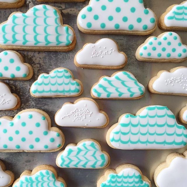 Head in the clouds ☁️ Happy Friday  [Cloud Cookie Cutter]  @lucky_bites #cookiecutterkingdom