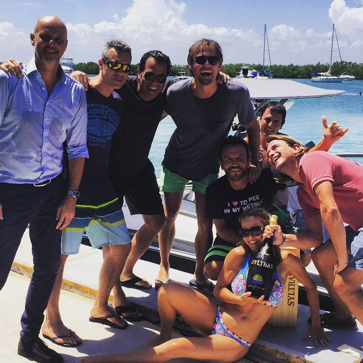 @boatersgrill In Key Biscayne. The SYLTBAR double Magnum is the perfect match for a fun boat ride, enjoy SYLTBAR premium Prosecco on your boat with your friends. SYLTBAR team wish you a Happy Sunday. #happysunday #boatride#keybiscayne #ocean #sun #seafood #restarurant#syltbarprosecco #sparklingwine #sunshine #sunday#boatersgrill #relax #enjoyinglife — with Claus Blohm and Sylvie Patrick at Boater's Grill Restaurant.