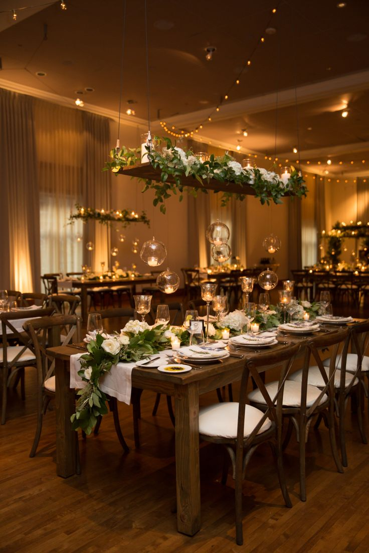 Romantic Downtown Chicago Wedding In 2020 Winter Wedding Receptions Small Wedding Receptions