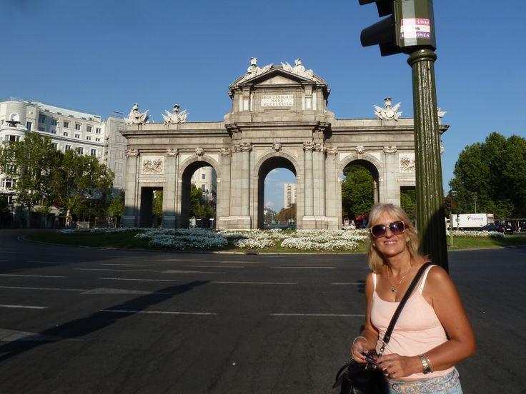 España, Madrid Mirala, mirala...la Puerta de Alcalá