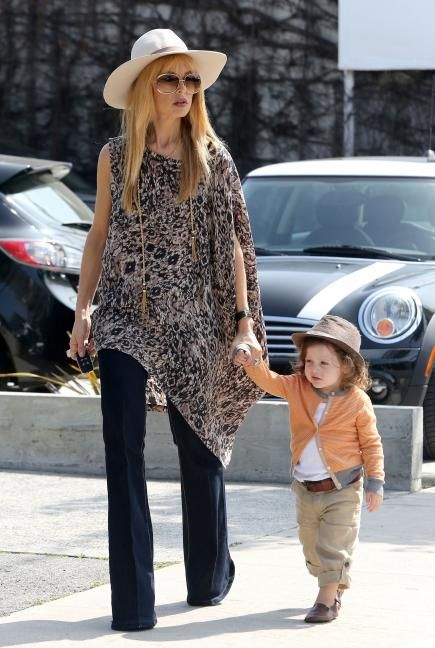Get the Look: Rachel Zoe's Trendy Mama Style Coordinating adorable toddler or not, you can still rock Zoe's trendy spring outfit. An asymmetrical patterned top looks perfect paired with dark flare jeans, a tassel necklace, and a straw hat. Don't forget Zoe's signature oversized sunnies!