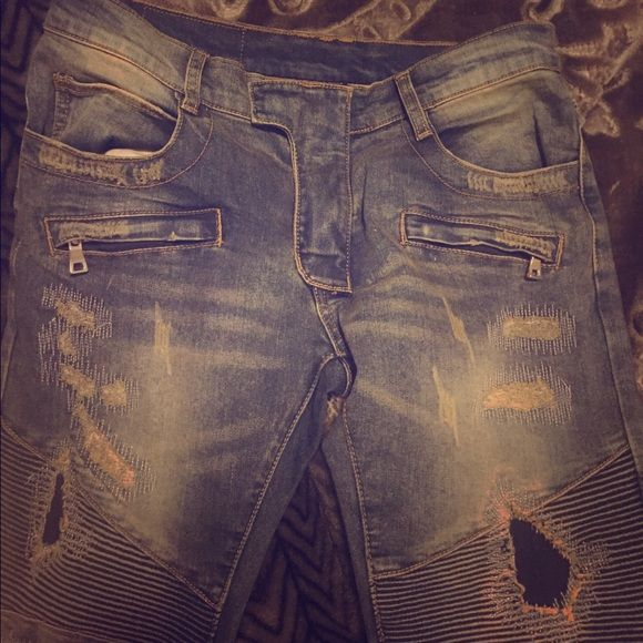 Balmain jeans Balmain jeans . Cheaper through ️️. 250 through ️️ 350 on posh mark because of fees. Selling cheap because I grew out of it and need money Balmain Jeans Skinny