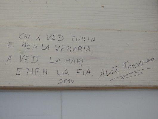 Scritta nei bagni maschili della Reggia di Venaria (TO)