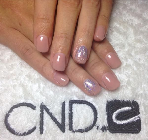 Nails by Rachel ‏@NailsbyRachelx (facebook) has created some beautiful wedding nails using CND Shellac™ Satin Pajamas & #lecente # glitter #lovelecente