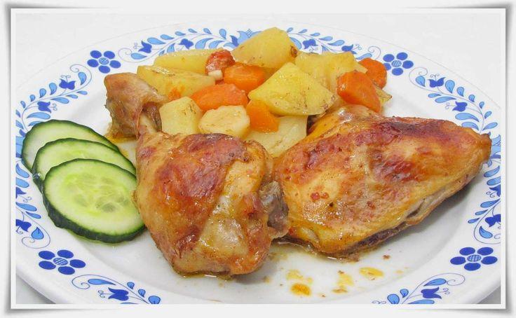 Csípős, ketchupos, pikáns csirkecombok zöldséges krumpliágyon.