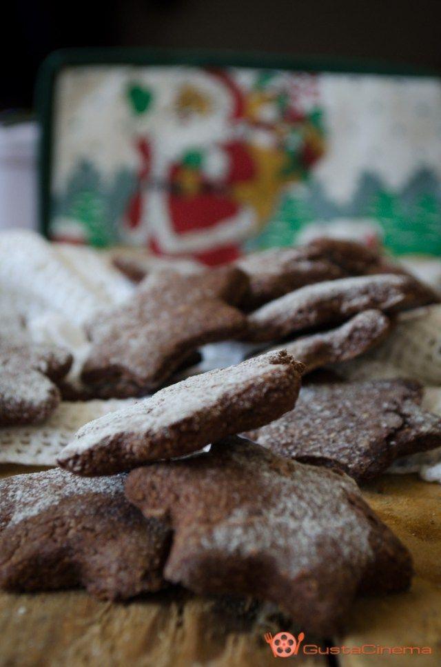 Biscotti stella al cacao sono dei deliziosi dolcetti di pasta frolla facili e veloci da preparare. Perfetti da gustare nel periodo Natalizio.