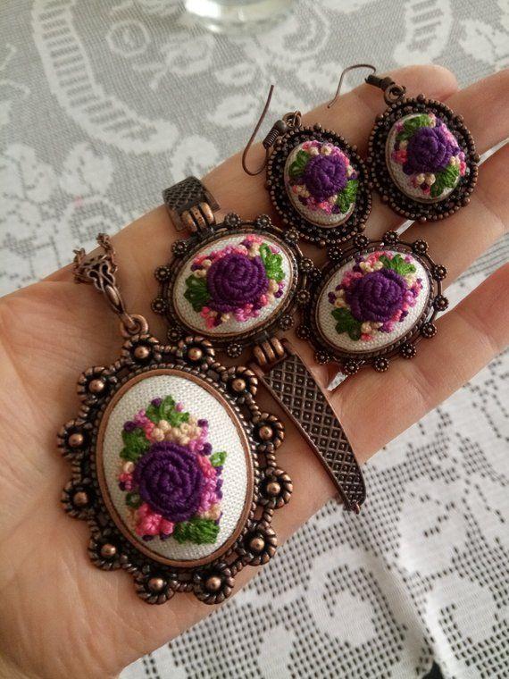 Hand embroidered jewellery set Custom Embroidery jewelry set