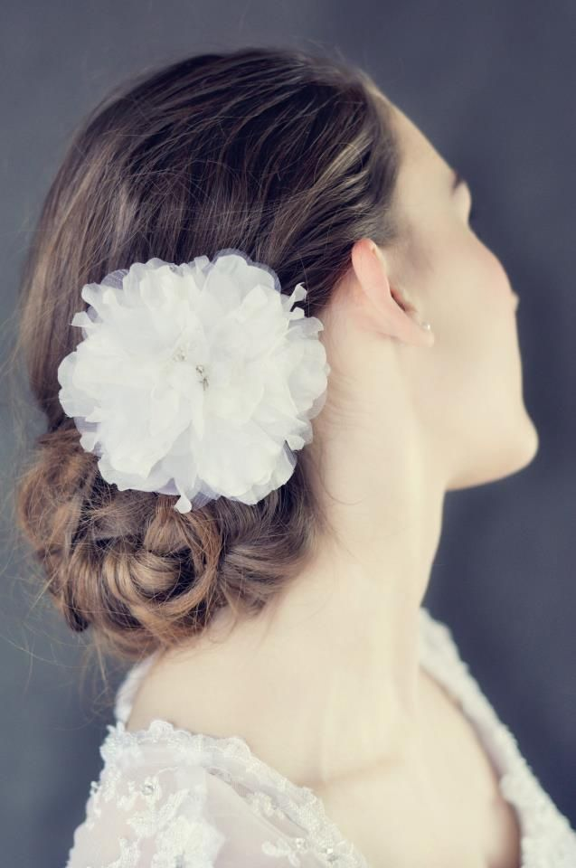Flower clip with crystal