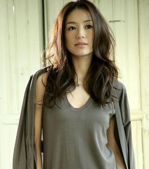いつも素敵な井川遥さんのファッションのコツは、メンズアイテムをおしゃれに着こなすこと!女性が着るからこそかわいい、メンズアイテムコーデイネートご紹介します。