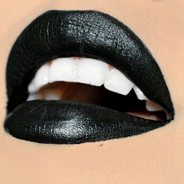Большие черные губы соло видео