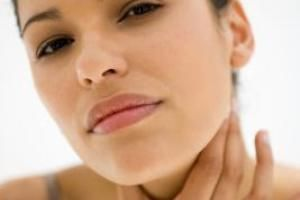 What Are the Symptoms of Thyroid Disease? | LIVESTRONG.COM