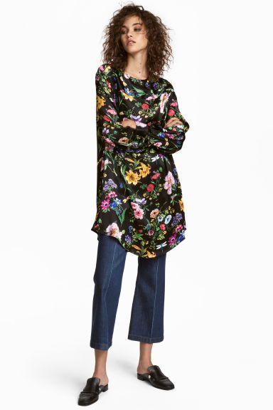 Široké saténové šaty - čierna/kvetovaná - ŽENY | H&M SK 1