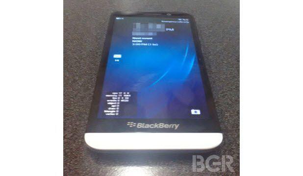 Dev Ekranlı BlackBerry Geliyor!