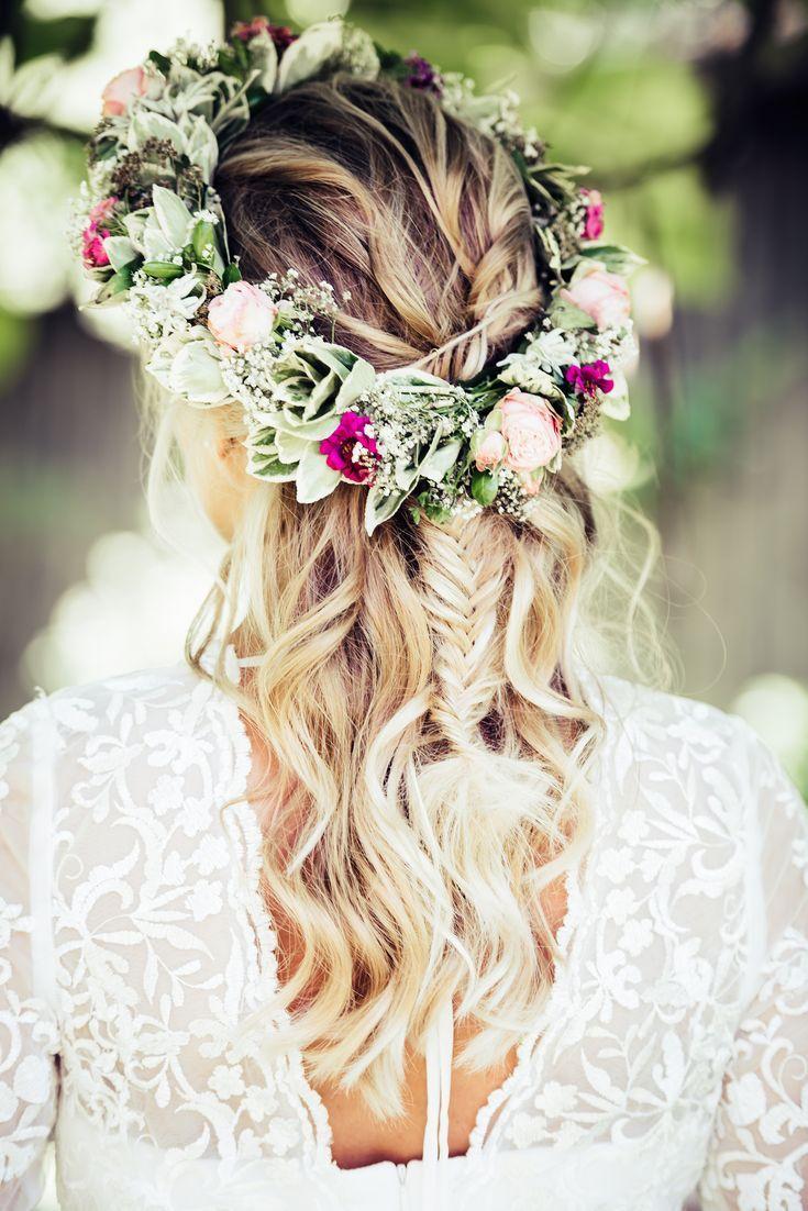 Blumenkranz fürs Haar in 8  Hochzeit frisuren blumenkranz